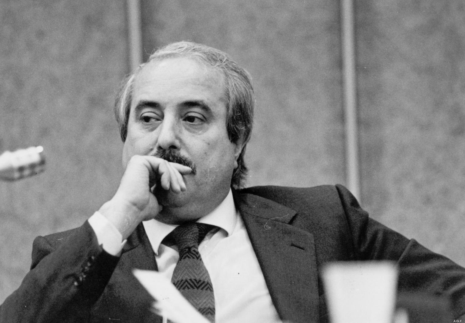 In memoria di Giovanni Falcone, la strage di #Capaci è trend topic su Twitter #ionondimentico