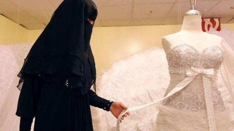 Matrimonio Isis: «Ti sposo se mi permetti di fare da kamikaze»