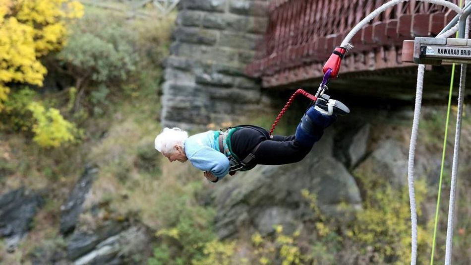Mary Manssen fa bungee jumping a 91 anni