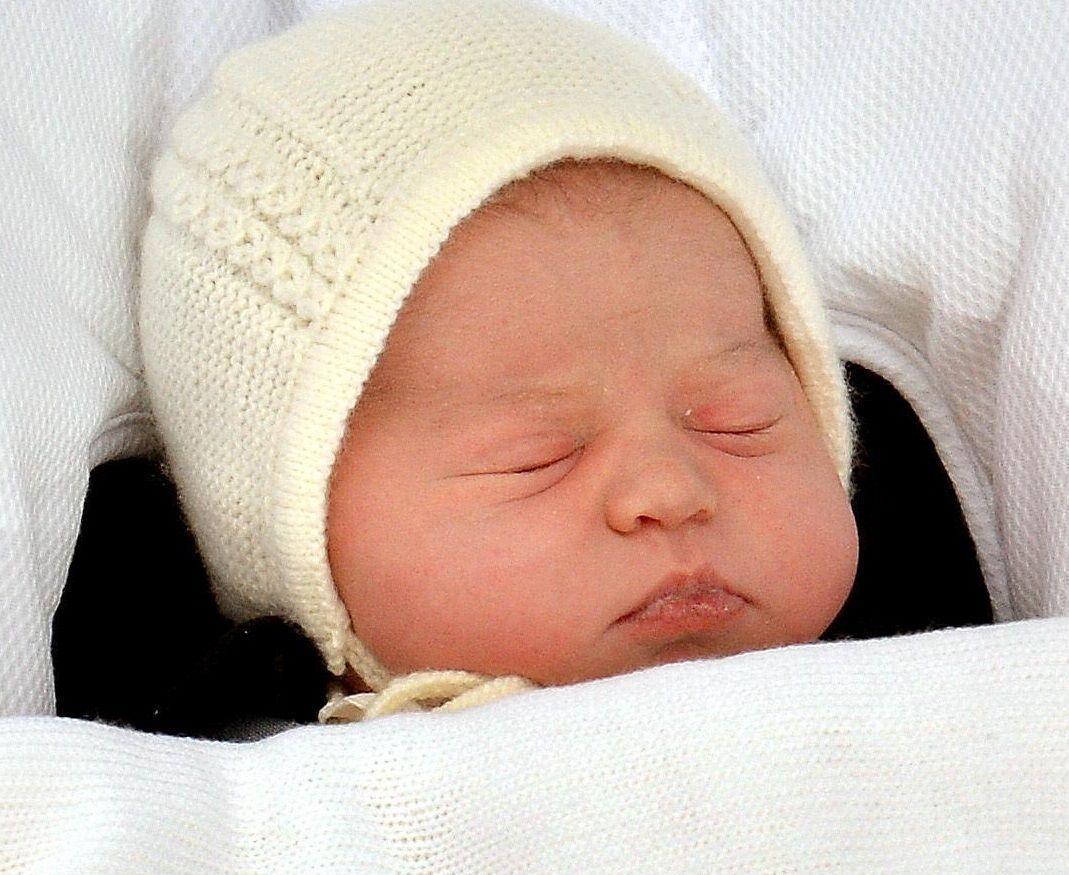 Charlotte Elizabeth Diana di Cambridge: il certificato di nascita che fa ridere il mondo