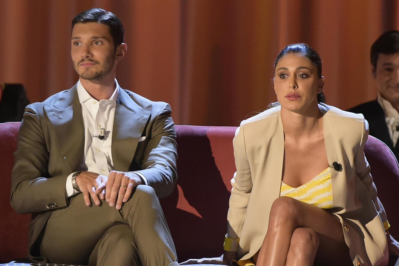 Belén e Stefano De Martino in crisi? Il ballerino ritorna a Napoli
