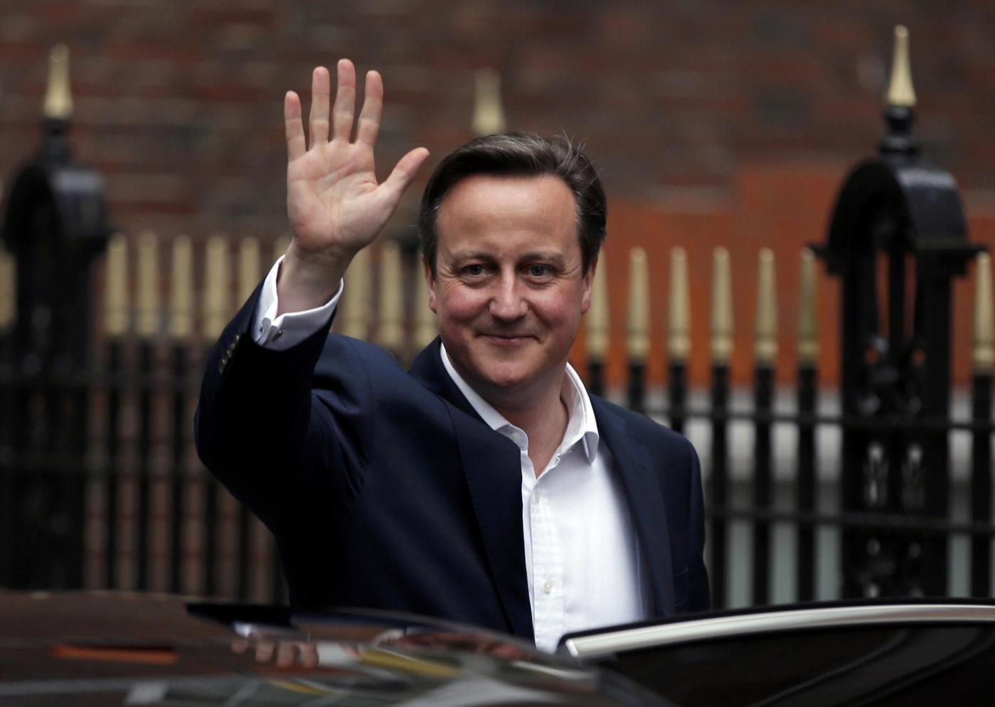 Elezioni Gran Bretagna 2015: David Cameron asfalta i Laburisti