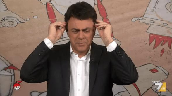 Crozza a diMartedì del 26 maggio 2015: De Luca risponde a Civati e Renzi minimizza l'Italia