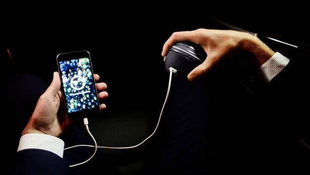 Caricabatterie a mano HandEnergy per fare il pieno ecologico allo smartphone