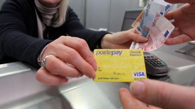 Rinnovare la Postepay telefonicamente: ecco come fare