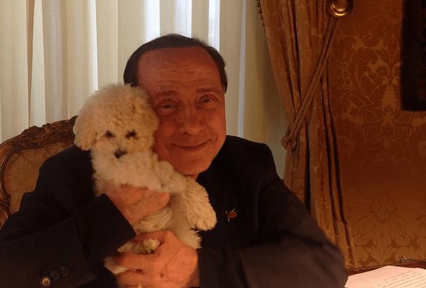 Silvio Berlusconi su Instagram: selfie con Francesca Pascale e Dudù