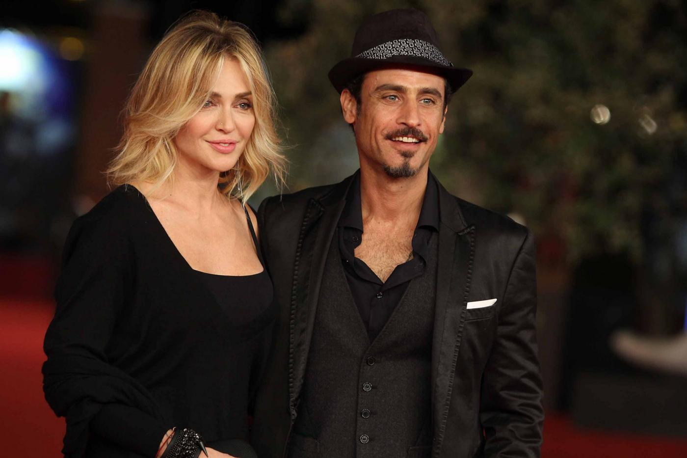 Paola Barale e Raz Degan si sono lasciati: l'annuncio su Instagram