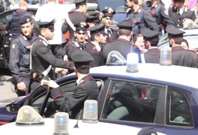Uomo spara dal balcone a Napoli: 4 morti e 6 feriti