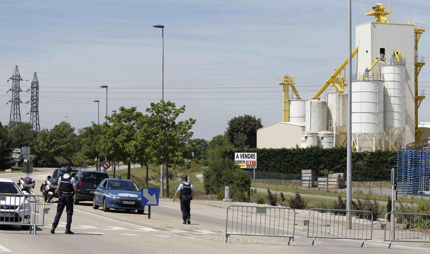 Attentato alla centrale di gas in Francia, Yassin Salhi confessa l'omicidio del suo capo