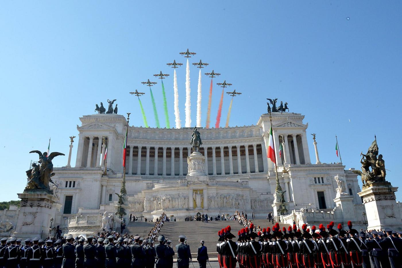 """Festa della Repubblica 2015, il """"primo"""" 2 giugno del presidente Mattarella. E ci sono pure gli antimilitaristi"""