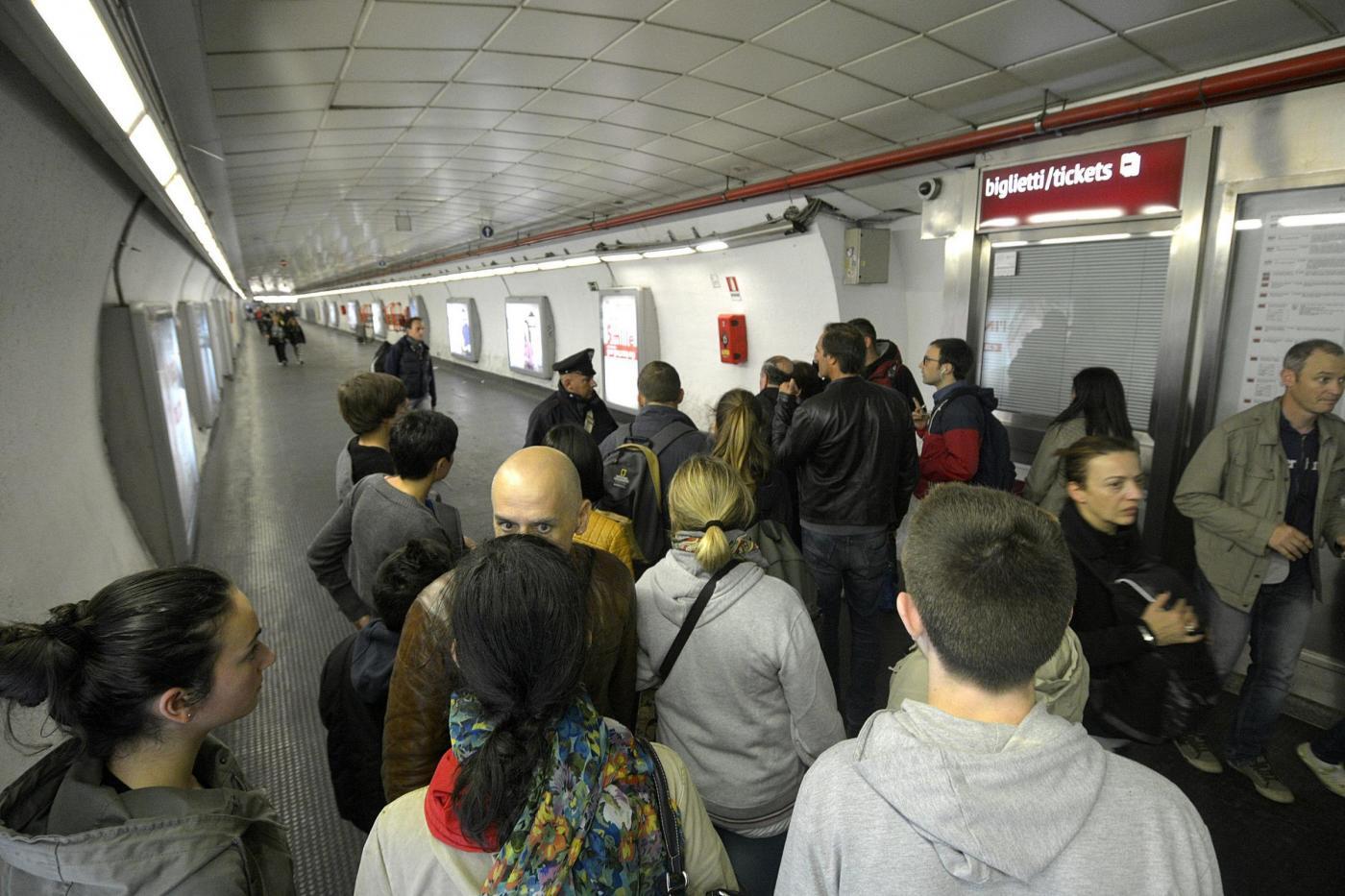 Incidente in Metro a Roma: 21 feriti nel tamponamento di due convogli