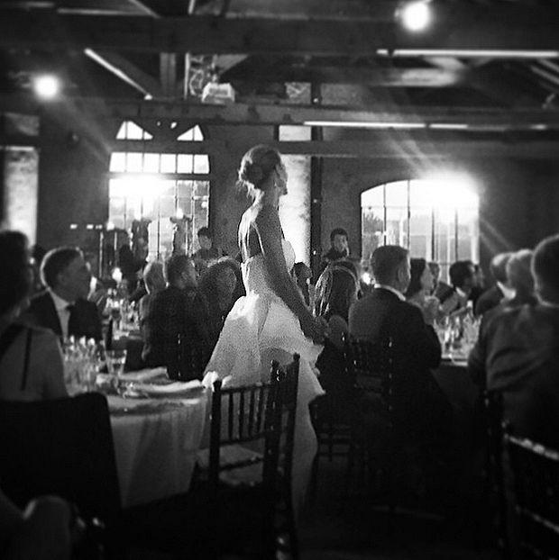 Martina Colombari compie 40 anni: party a sorpresa e abito bianco