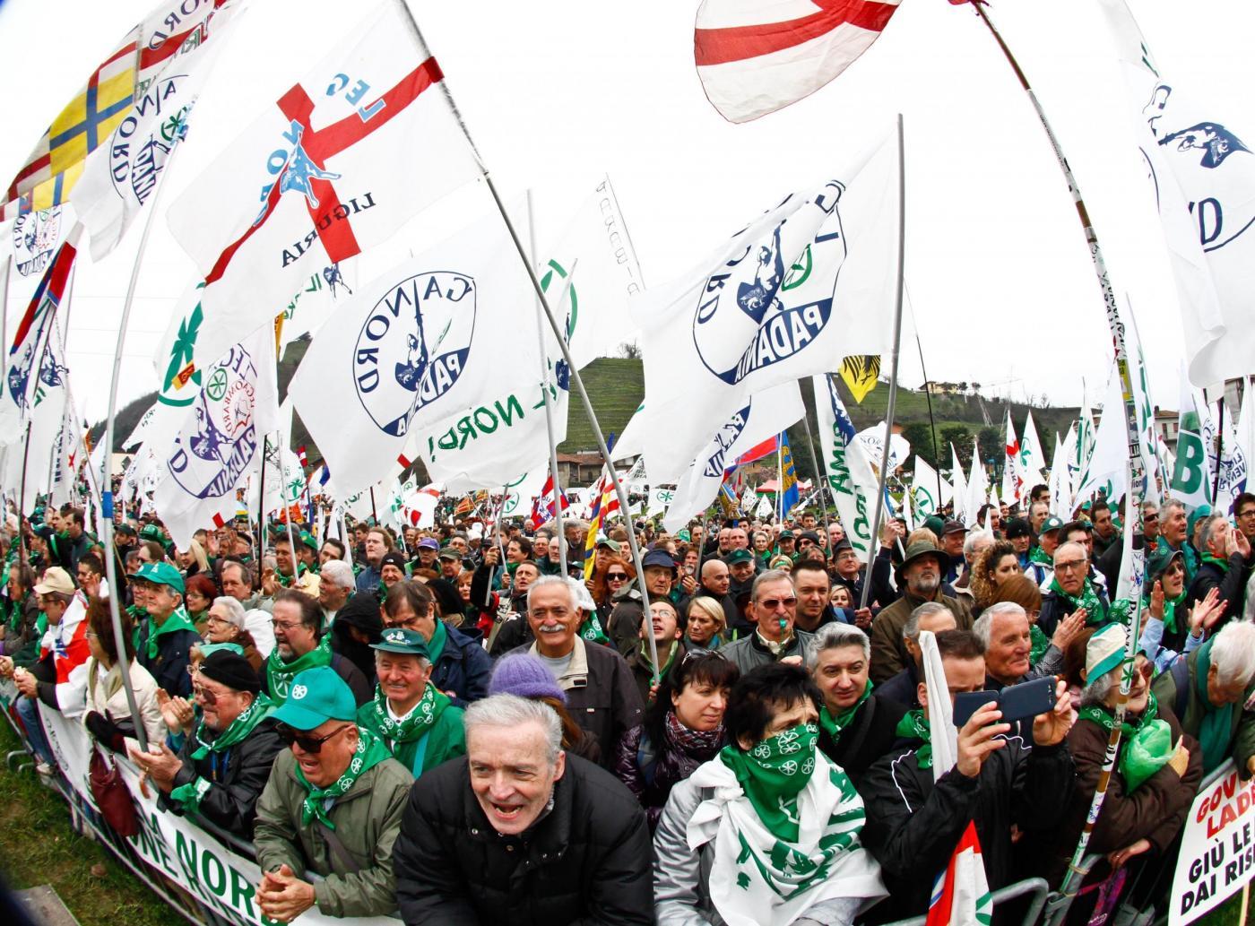 Lega, Matteo Salvini tra le ruspe al raduno a Pontida