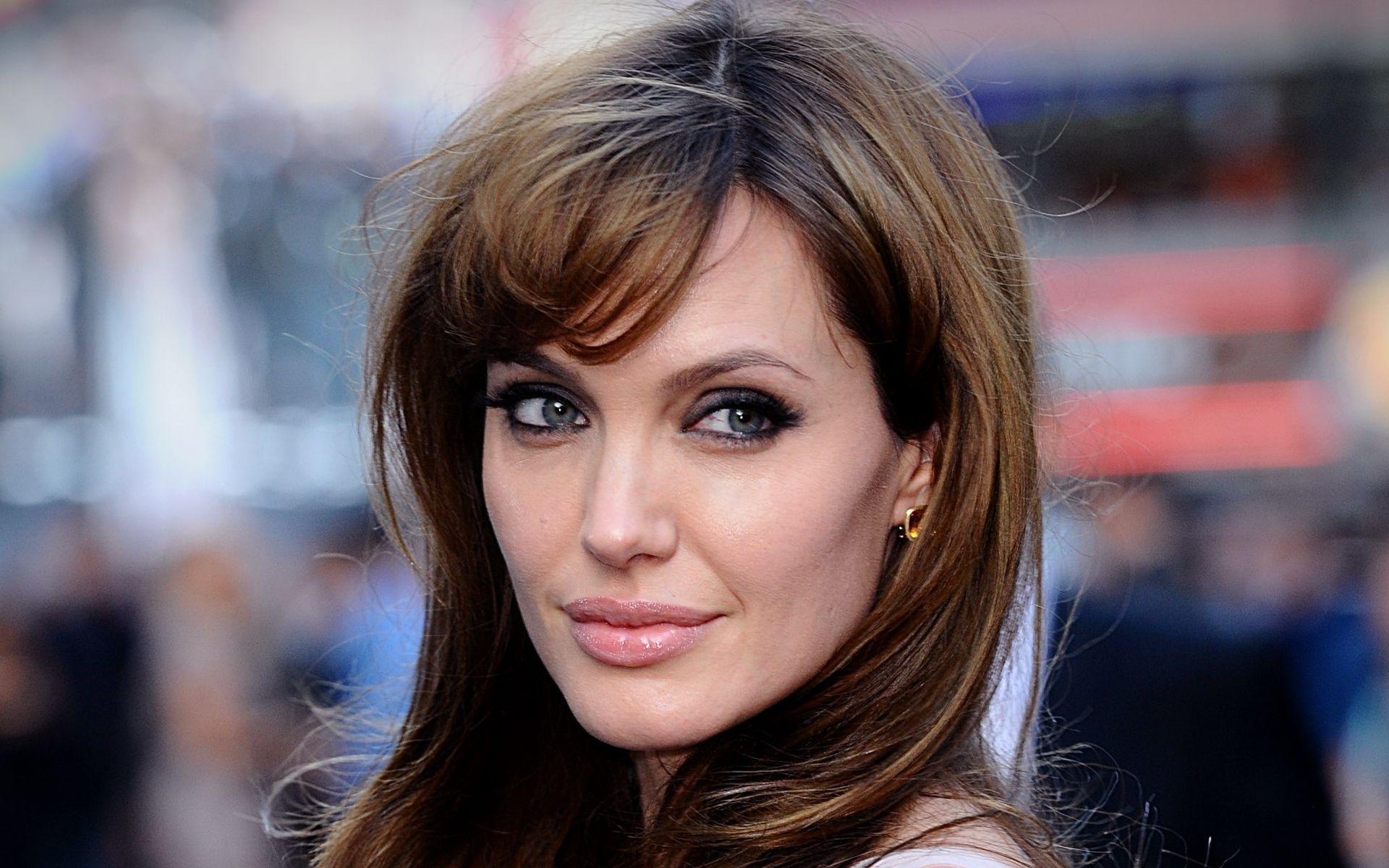 Angelina Jolie 40 anni: buon compleanno all'attrice più sensuale del mondo