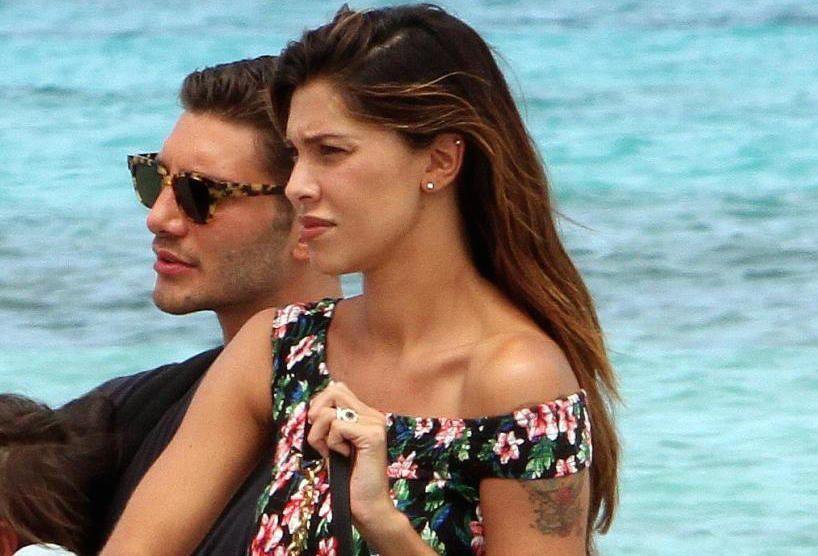 Belén Rodriguez cancella il tatuaggio sulla spalla dedicato a Stefano De Martino