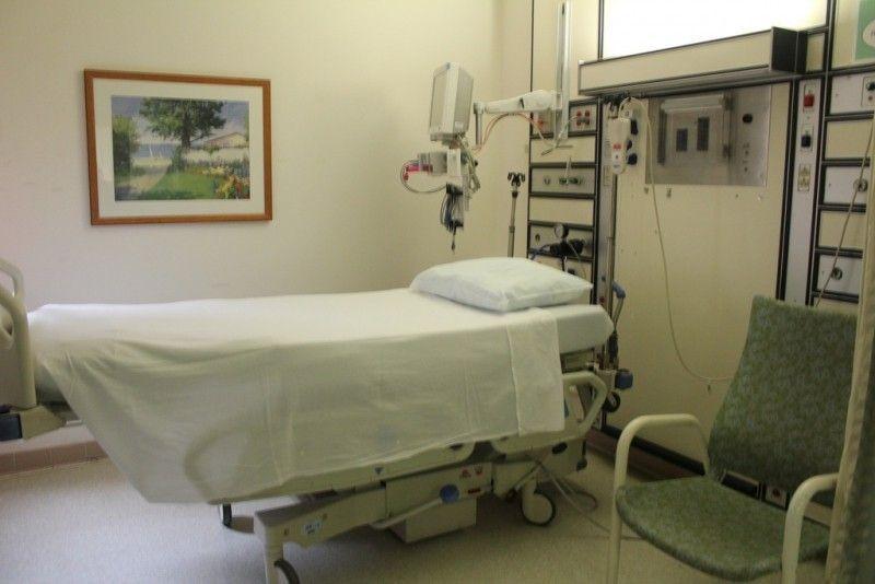 Grazie a una ripresa accidentale scopre di essere stato insultato mentre era sotto anestesia