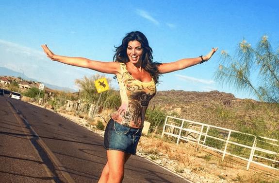 Laura Torrisi su Twitter smentisce l'incidente con il cactus: 'Le bufale lasciamole sulla pizza'