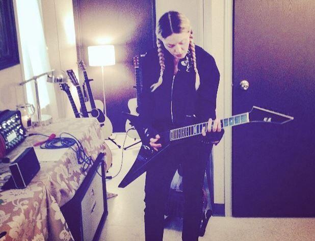 Madonna suona i Led Zeppelin su Instagram e scatena la reazione dei puristi del rock
