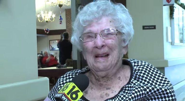 Compie 100 anni e svela il suo segreto per vivere a lungo