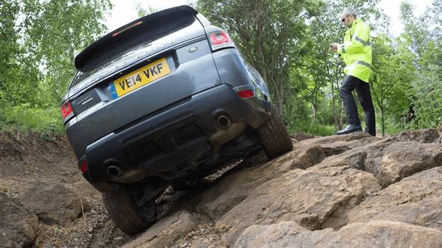Range Rover Sport: controllo a distanza tramite smartphone