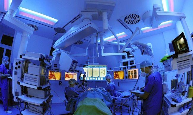 Si sveglia nel bel mezzo di un intervento chirurgico