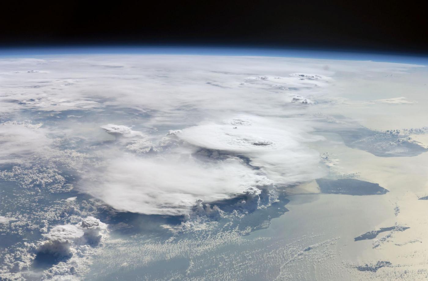 terra vista dallo spazio foto repertorio
