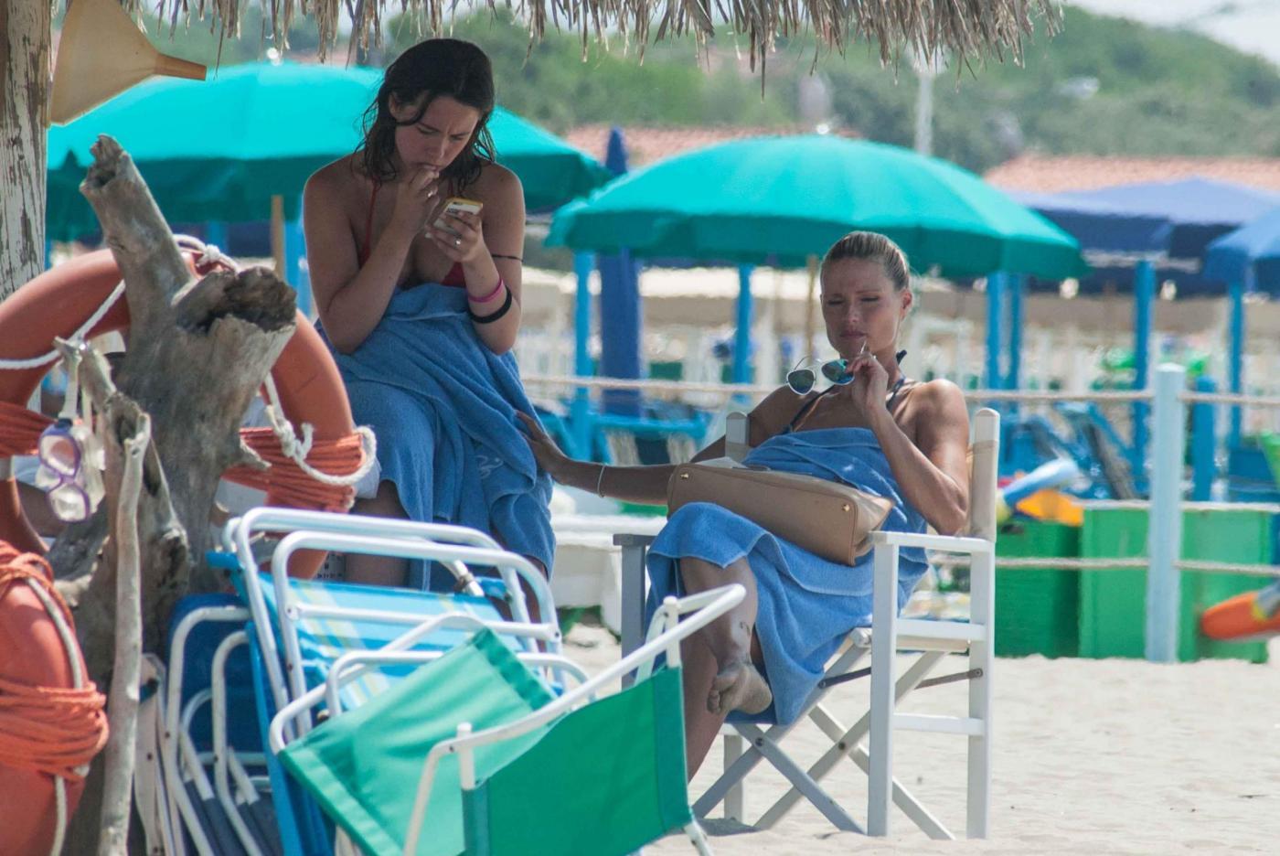 Michelle Hunziker e Aurora Ramazzotti al mare: sole e relax per madre e figlia