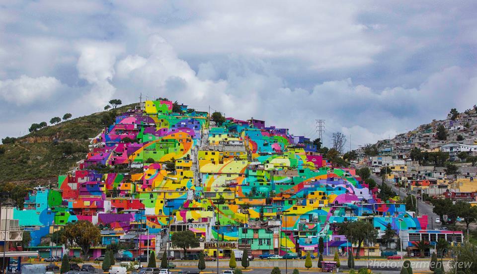 In Messico il murales arcobaleno contro la violenza