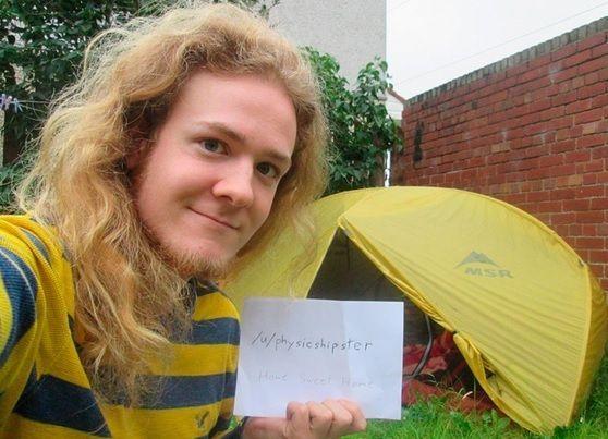 Studente dorme in tenda per 10 mesi per risparmiare sull'affitto e pagare l'Università