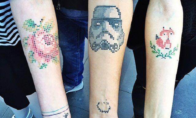 Tatuaggi punto croce, nuova moda per l'estate