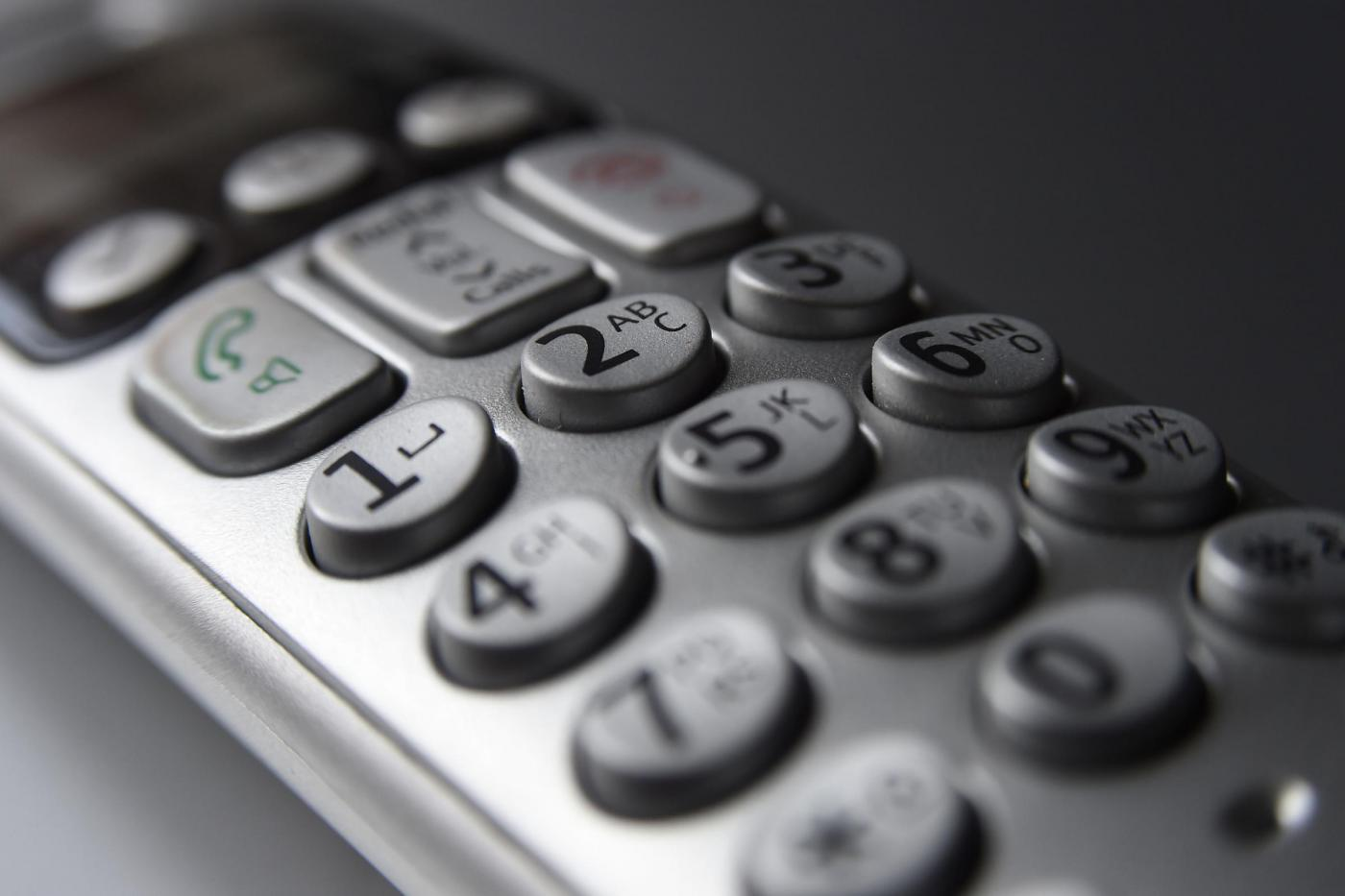 Compagnia telefonica la tormenta con 153 chiamate, il giudice stabilisce maxi-risarcimento