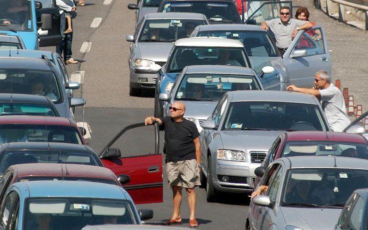 Esodo vacanze 2015: giorni da bollino nero e traffico intenso