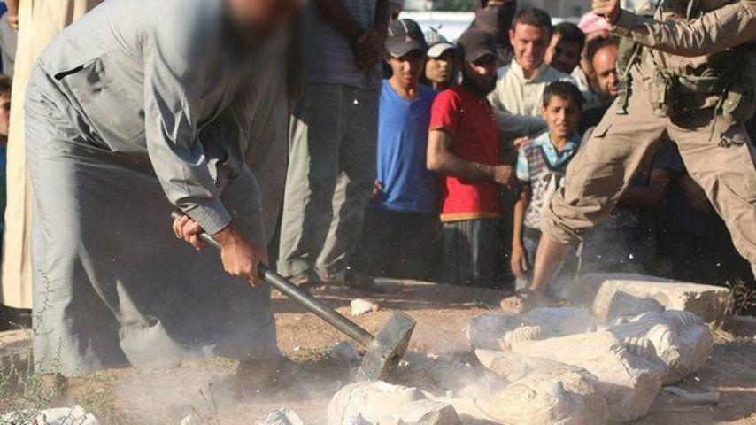Isis, distrutta la Statua dei Leoni: continua lo scempio di Palmira