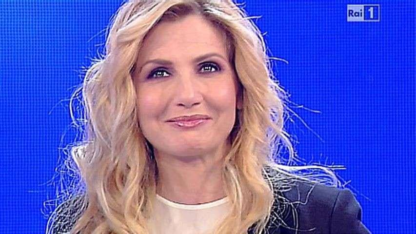 Lorella Cuccarini contro l'utero in affitto: polemiche e critiche per la conduttrice