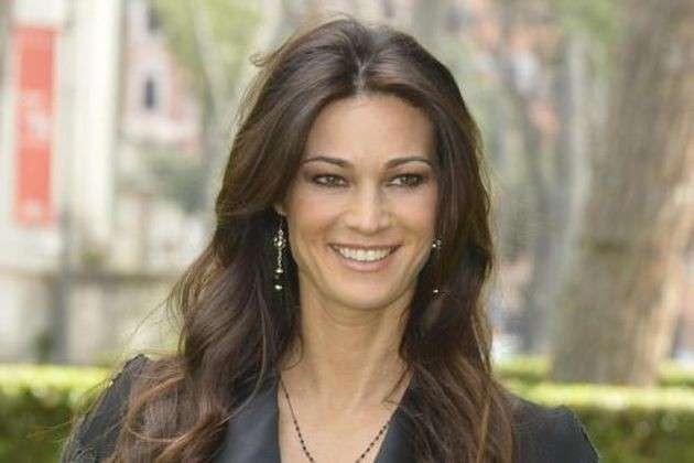 Manuela Arcuri, l'attrice rivela in un'intervista: 'Dopo la gravidanza mi sento più bella'