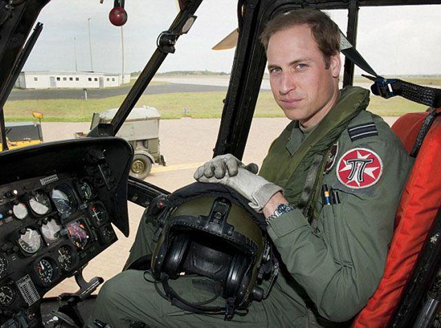 Principe William pilota eliambulanze