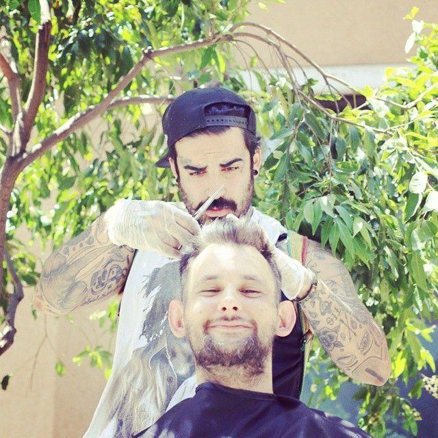 Nasir Sobhani, barbiere dei senzatetto per combattere la dipendenza dalla droga