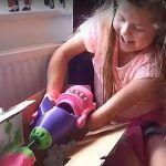 Sembra un giocattolo, in realtà è un braccio meccanico: Isabella cambia vita