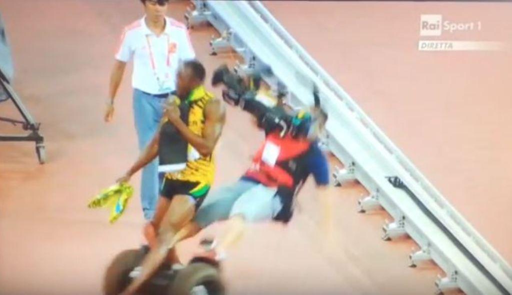 Usain Bolt, cameramen: il campione giamaicano falciato dopo l'oro nei 200