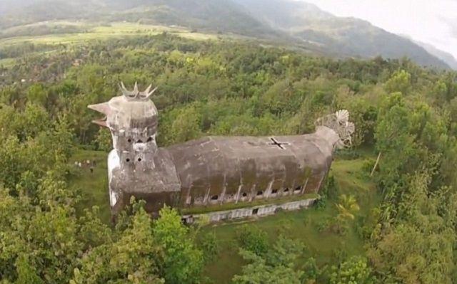 Chicken Church: in Indonesia il tempio ecumenico a forma di gallina
