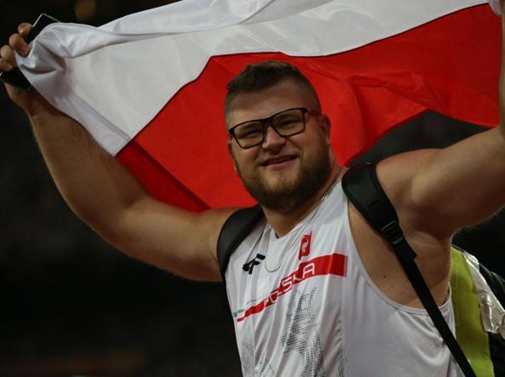 Mondiali di Atletica: Fajdek vince l'oro, si ubriaca e paga il taxi con la medaglia d'oro