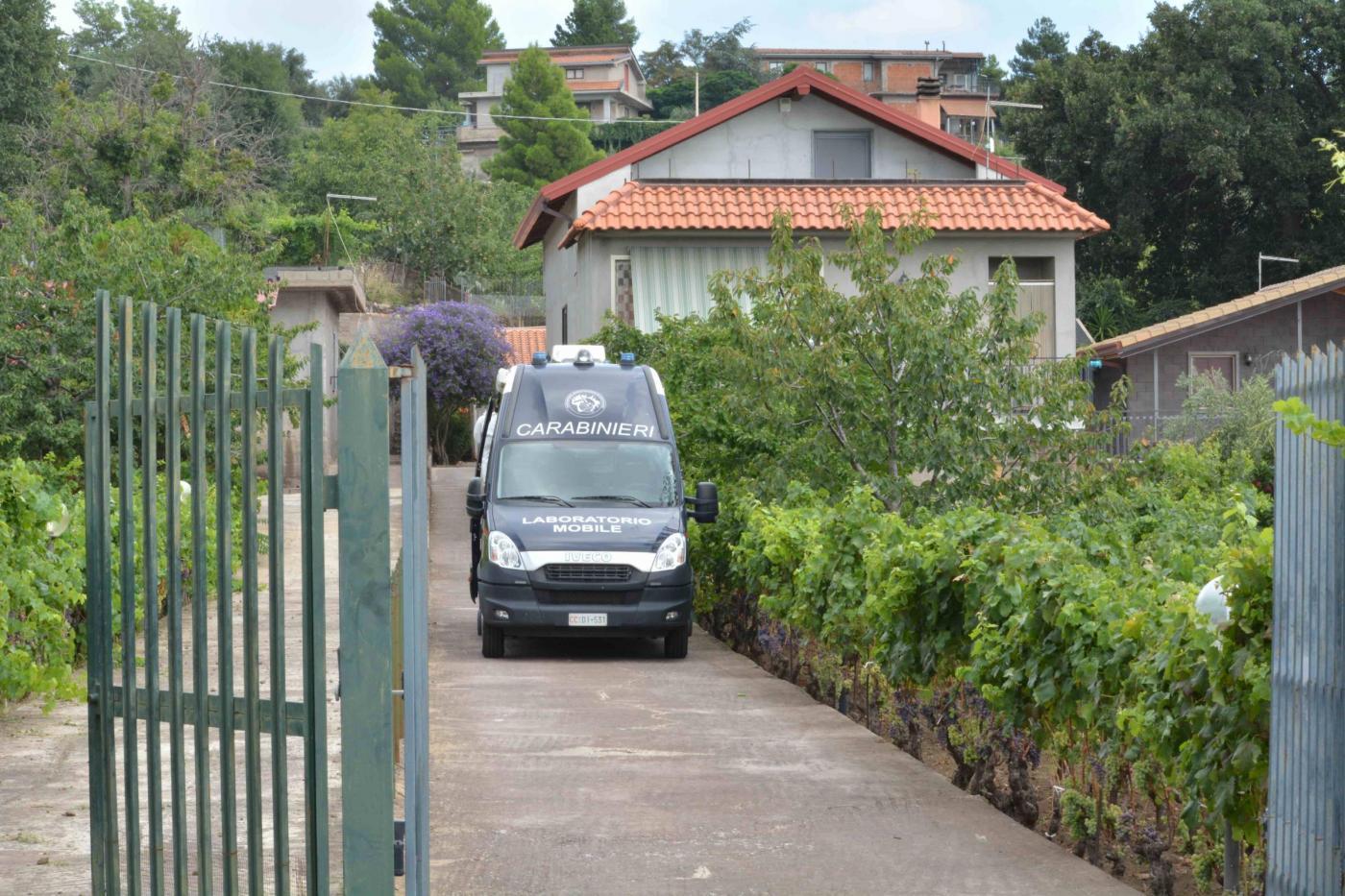 Catania, moglie confessa: l'omicidio in villa era una messinscena