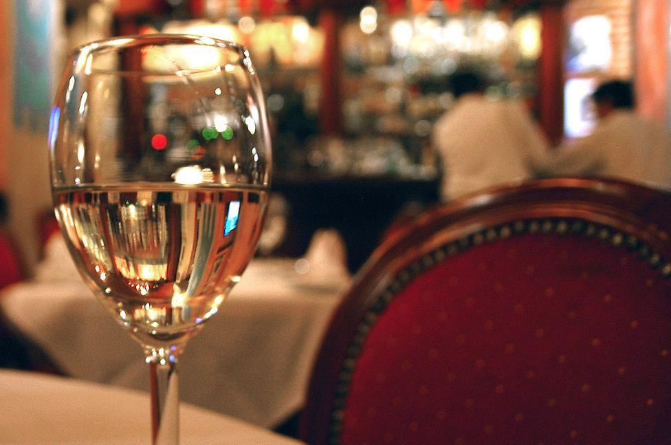 Truffa dello scroccone: consuma al ristorante e scappa per non pagare il conto