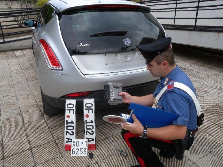 Targa auto rubata cosa fare: come agire se ho un sospetto