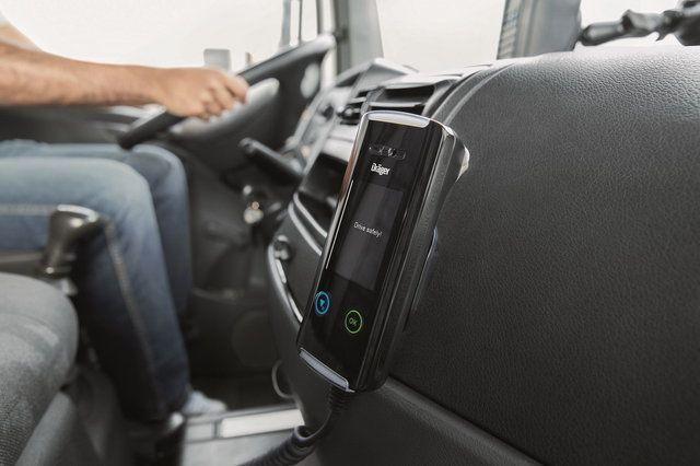 Guida in stato di ebbrezza: etilometri di serie sugli autobus
