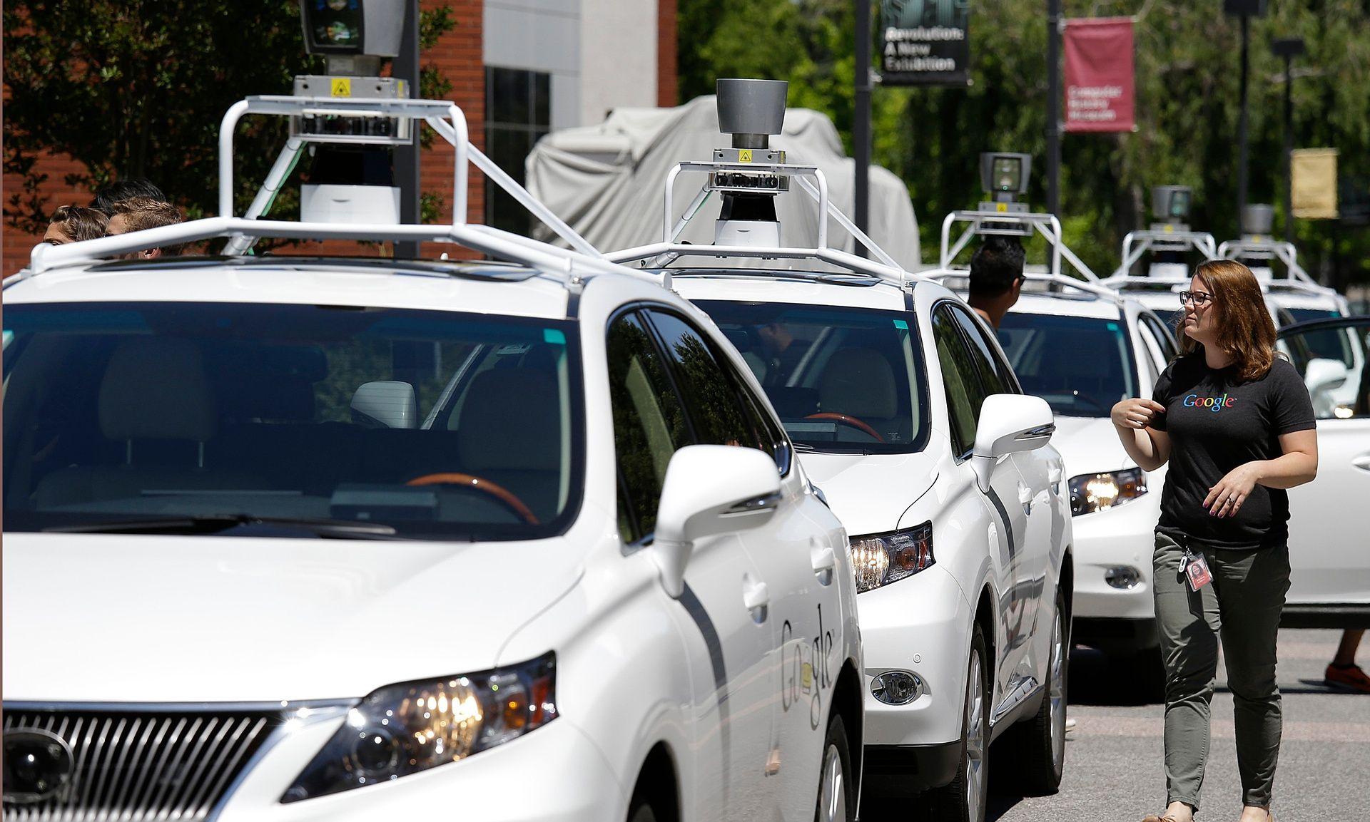 Google driving car: svelato il piano di incremento dell'auto a guida autonoma