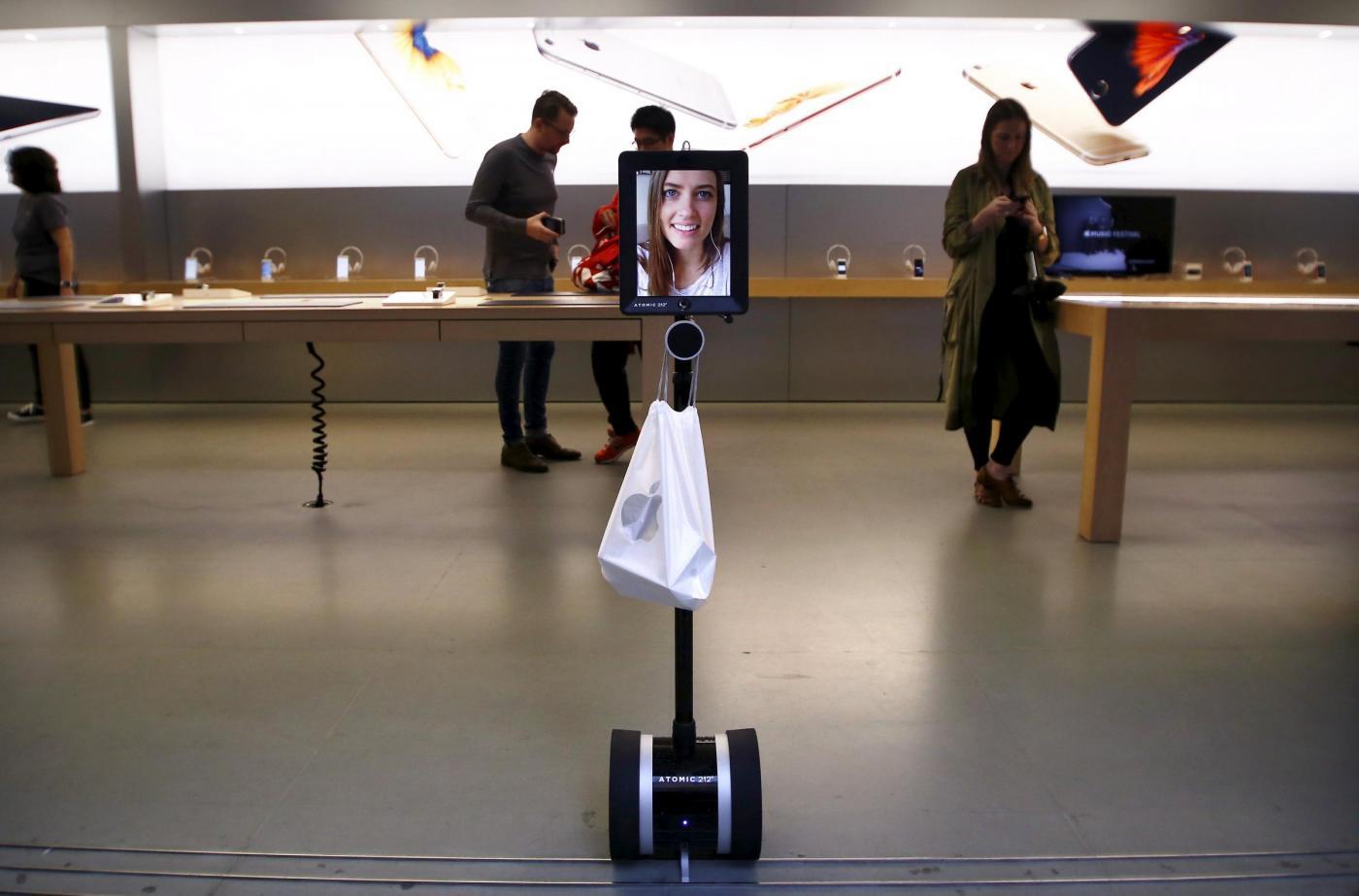 Un robot in coda per comprare il nuovo iPhone in Australia
