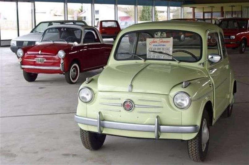 Concessionario Fiat abbandonato dagli anni '80: il tempo si è fermato