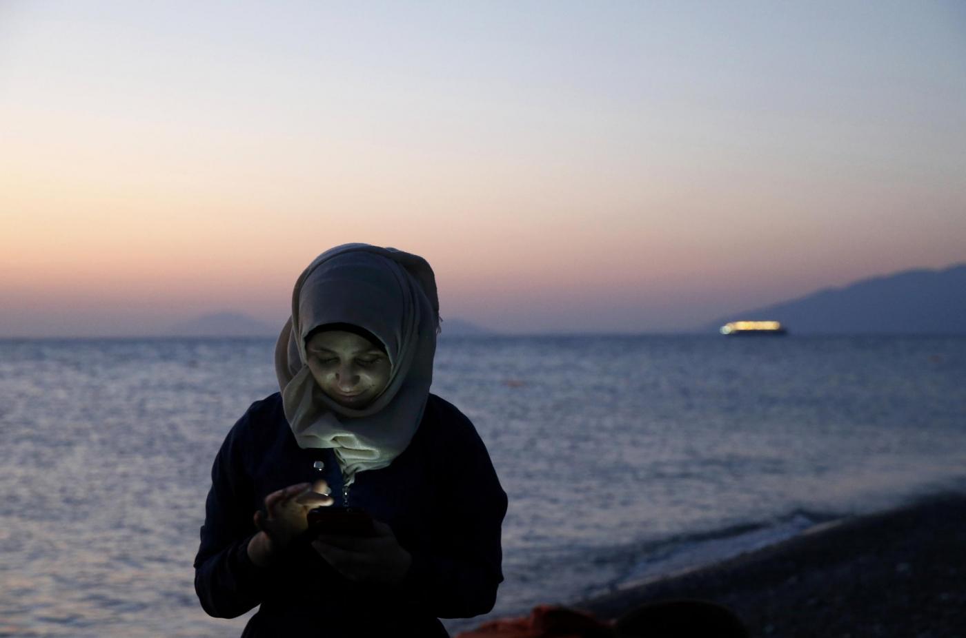 Perché gli immigrati sbarcano in Italia con lo smartphone?