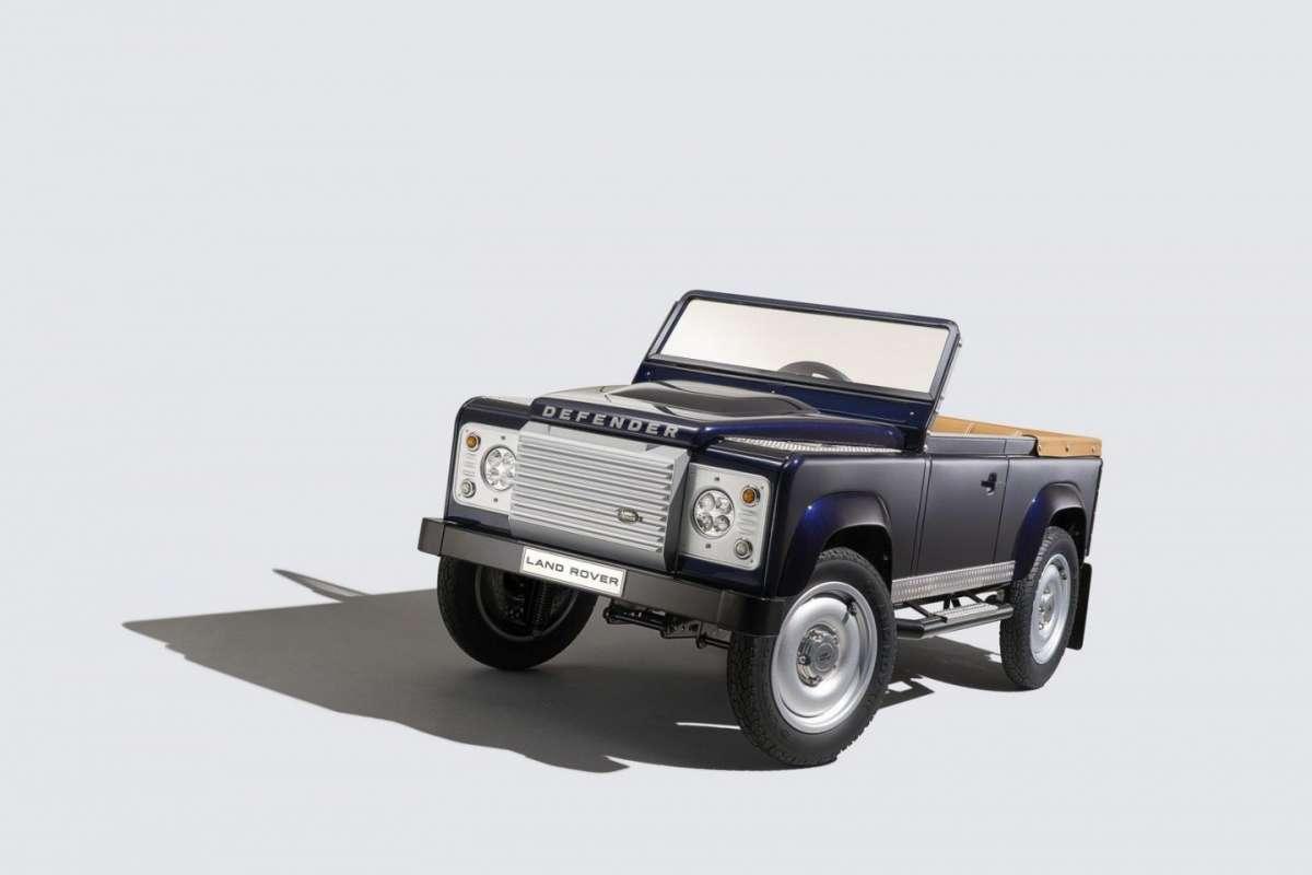 Land Rover Defender a pedali: intramontabile fuoristrada diventa per tutti